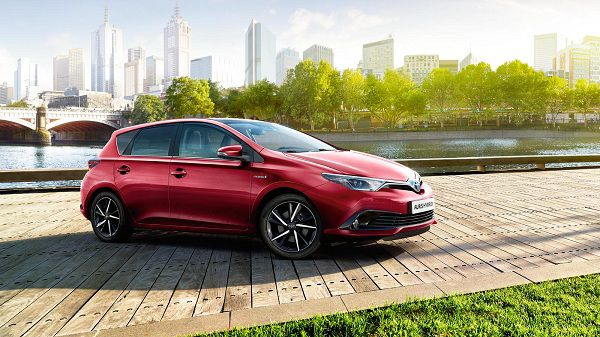 2017 Toyota Auris Hybrid– A Nice Eco-Friendly Family Car
