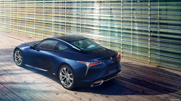 Exterior of the 2018 Lexus LC 500h