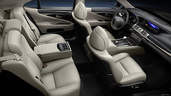 Interior of 2017 Lexus LS