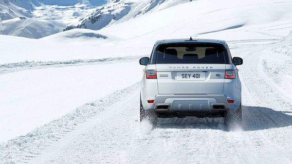 Performance of the 2018 Range Rover P400e PHEV