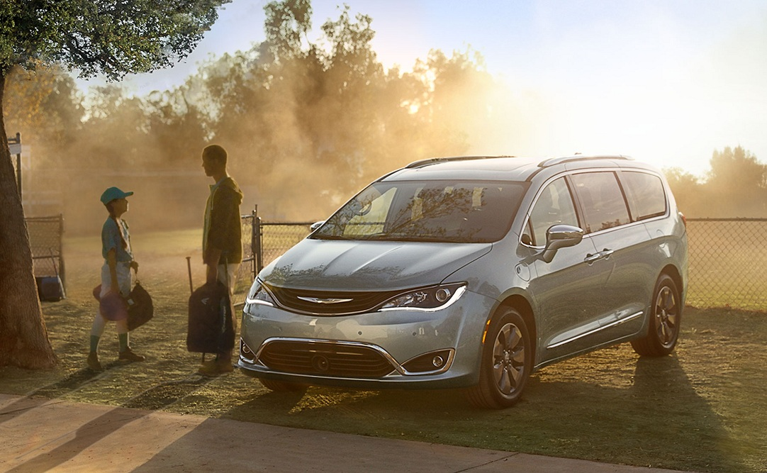 Design of the 2019 Chrysler Pacifica Hybrid S Appearance